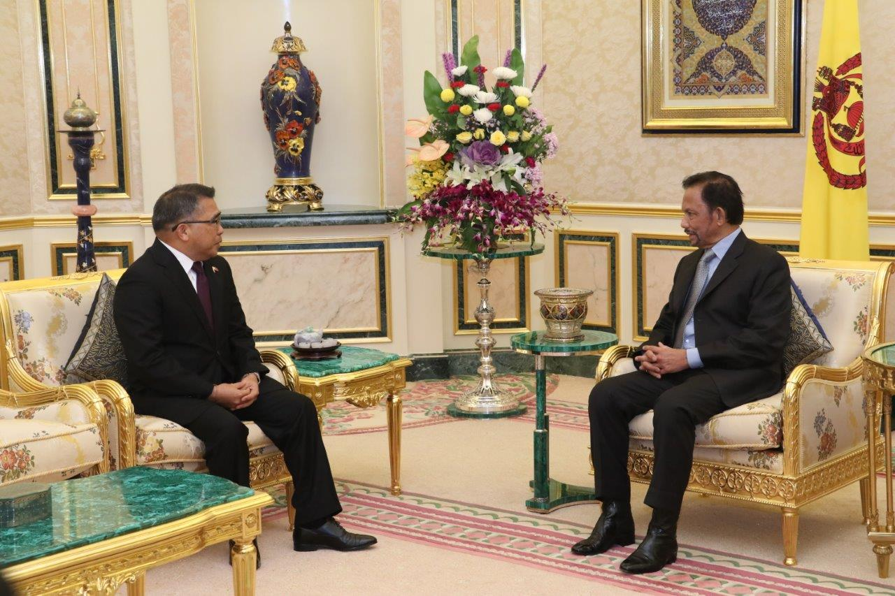 HIS MAJESTY THE SULTAN AND YANG DI-PERTUAN OF BRUNEI DARUSSALAM RECEIVES OUTGOING AMBASSADOR EXTRAORDINARY AND PLENIPOTENTIARY OF THE REPUBLIC OF THE PHILIPPINES