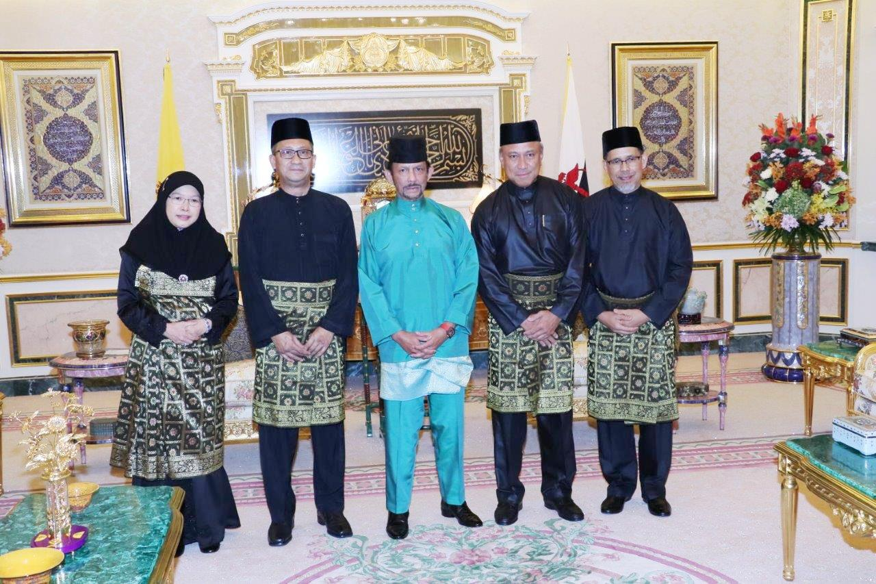 HIS MAJESTY THE SULTAN AND YANG DI-PERTUAN OF BRUNEI DARUSSALAM PRESENTS AND RECEIVES LETTERS OF CREDENCE FOR NEWLY-APPOINTED ENVOYS