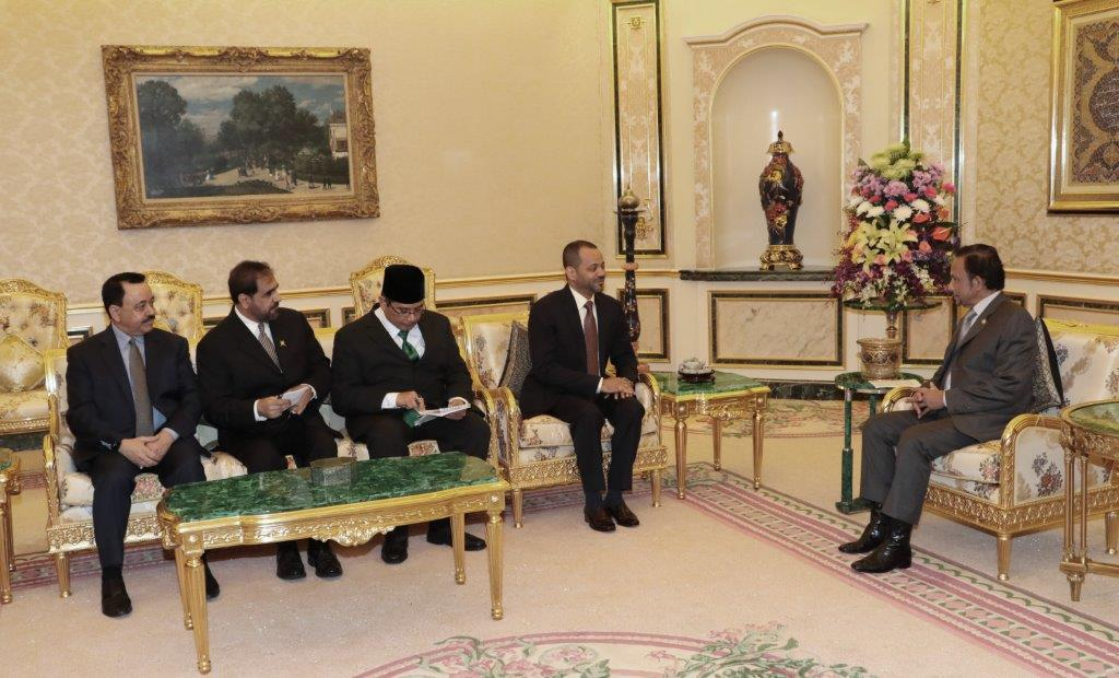 HIS MAJESTY THE SULTAN AND YANG DI-PERTUAN OF BRUNEI DARUSSALAM RECEIVES SECRETARY GENERAL OF THE MINISTRY OF FOREIGN AFFAIRS OF THE SULTANATE OF OMAN